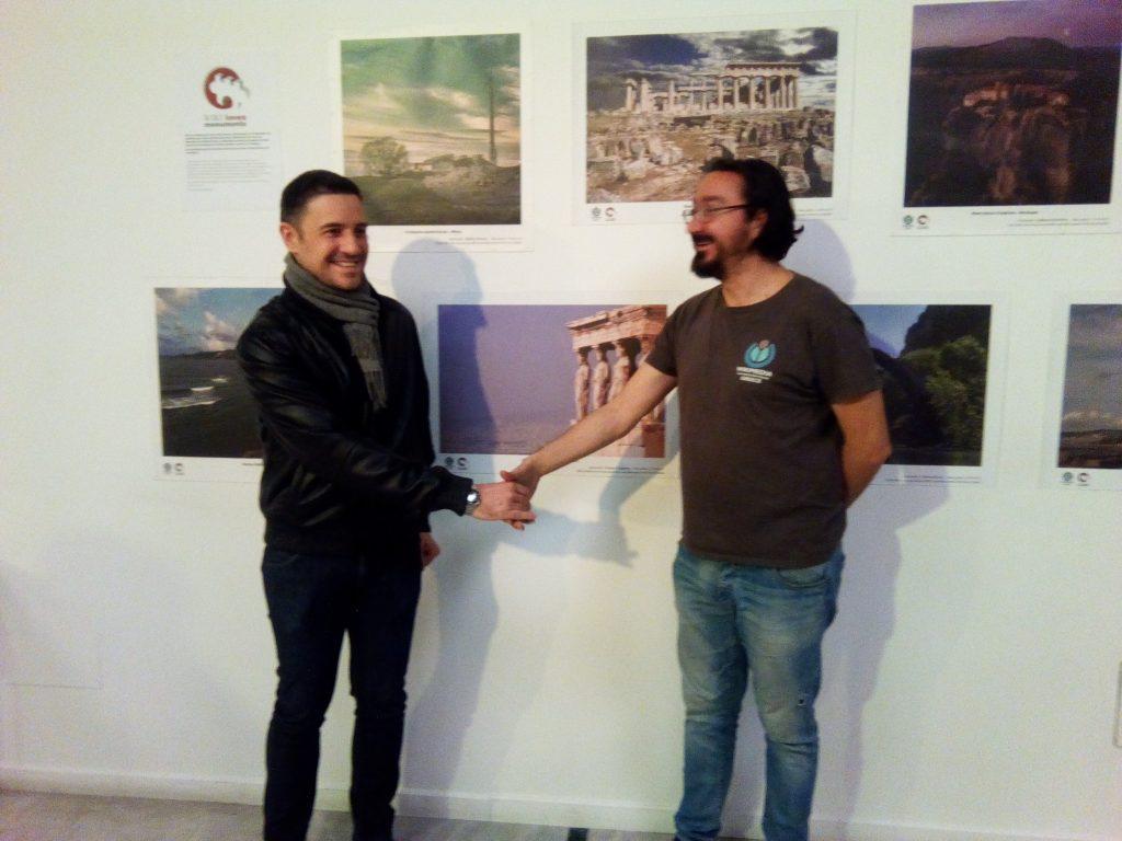 Ο νικητής Γιώργος Πιερράκος με το Μάριο Μαγιολαδίτη