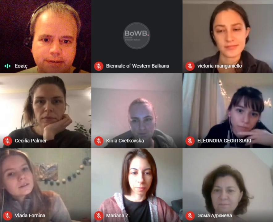 Απεικόνιση από το διαδικτυακό workshop με συμμετέχοντες τον εκπαιδευτή, οργανώτρια, και εκπαιδευόμενες.